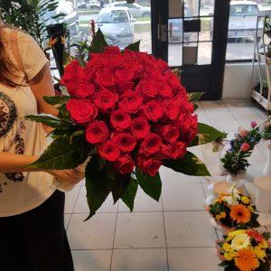 Aranžmani za zaljubljene – 001 Crvene ruze u buketu