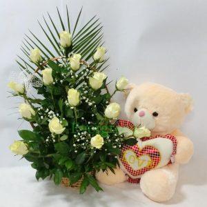 Aranžmani za zaljubljene – 018 Korpa sa belim ruzama i medom