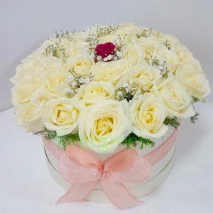 Aranžmani u kutiji – Flower Box – 010 Bele ruže u kutiji
