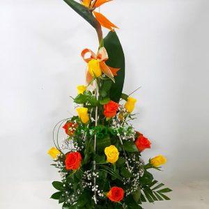 Aranžmani za rođendane – 002 – ruze i rajska ptica u korpi
