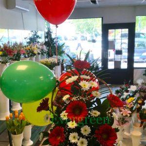 Aranžmani za rođendane – 008 – korpa sa cvecem i balonima