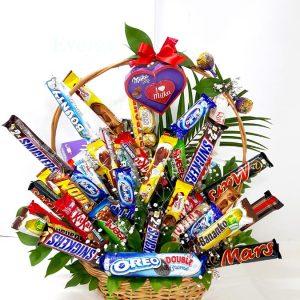 Aranžmani za rođendane – 009 – korpa sa cokoladama