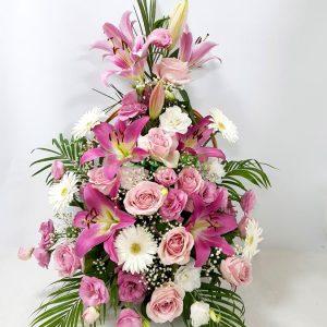 Aranžmani za venčanja – 002 – korpa kombinacija ruze kraljevski ljiljan lizijantus