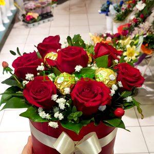 Aranžmani u kutiji – Flower Box – 021 Crvene ruže u kutiji sa fererom